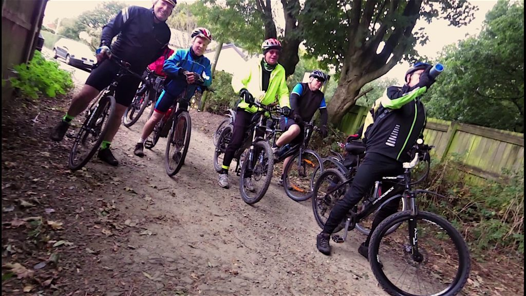 Everyone relishing the downhill section into Elnup!